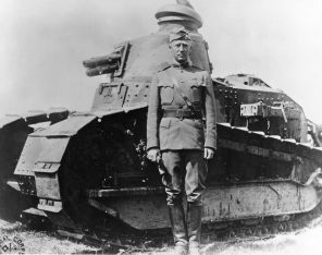 1200px-George_S._Patton_-_France_-_1918